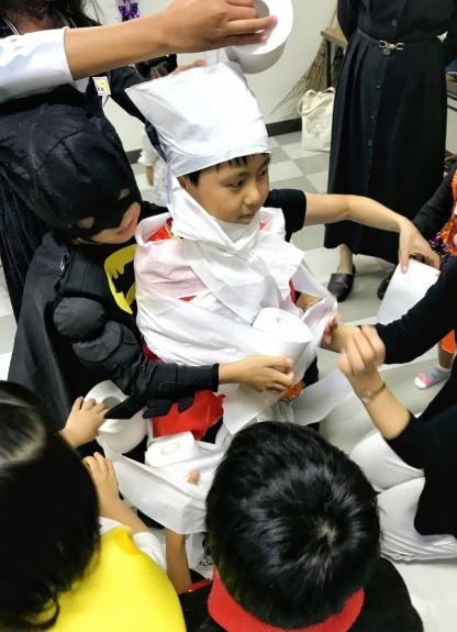 4チーム対抗mummy making競争